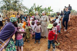 Dzieci z Ośrodka w Kibeho z siostrami