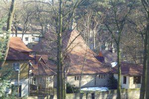 widok na kaplice centralną z Domu Rekolekcyjnego